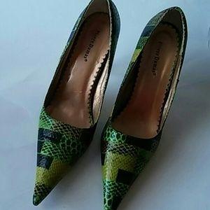 Pierre Dumas heels sz 9M green